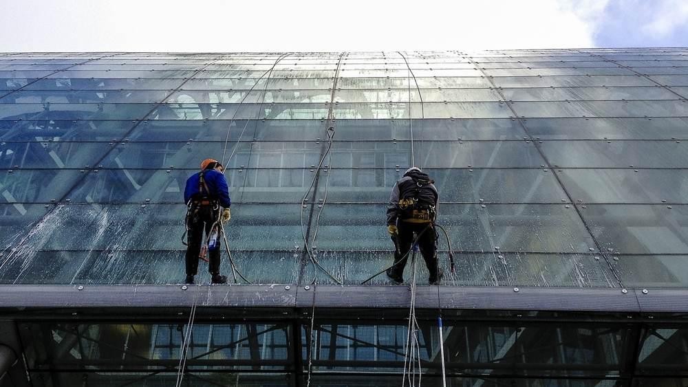 Reinigung von Glasfassaden | Gebäudereinigermeister Frank Unger