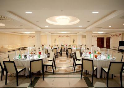 Hotel- und Gastronomieservice: Reinigung Speisesaal