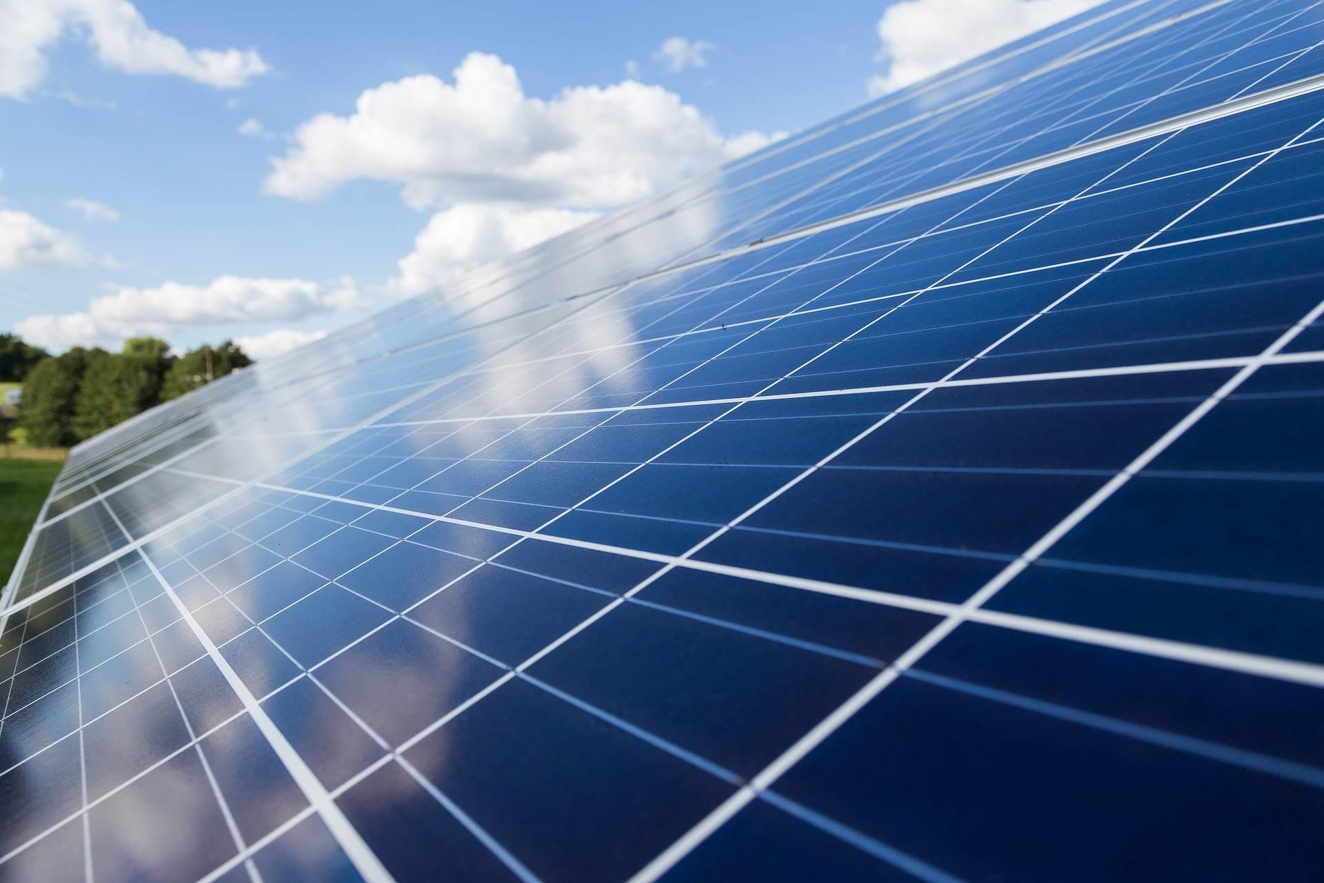 Glasreinigung für Ihr Gewerbe oder Privat | Reinigung von Photovoltaik-Anlagen